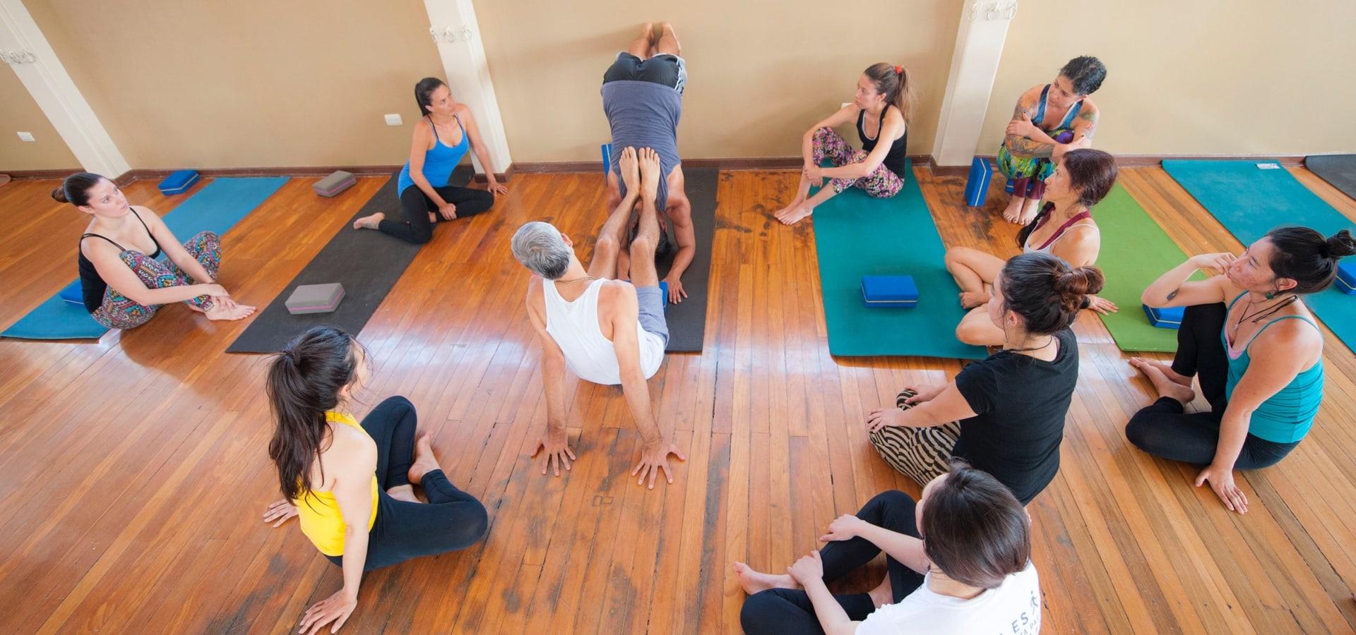 Entrenamiento para profesores de yoga en Costa Rica - Yoga Mandir